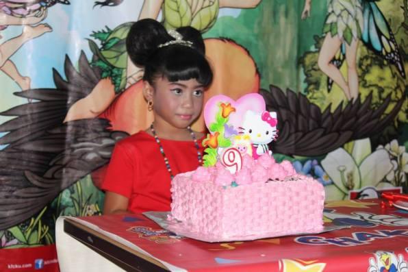 Ulang tahun ke-9. Dengan birthday cake bikinan saya