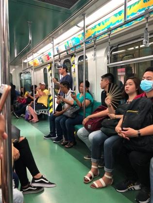 di dalam LRT